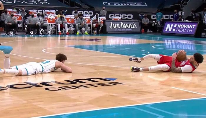 LaMelo et Lonzo Ball se battent comme des chiffonniers dans le clutch ! NBA
