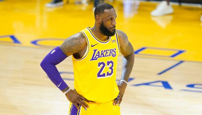 LeBron donne des nouvelles de sa cheville après son match NBA