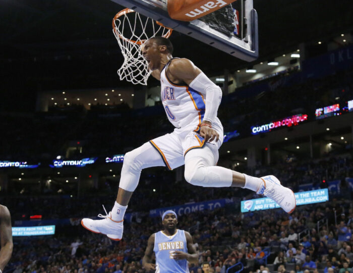 Russell Westbrook dunke pour le Thunder