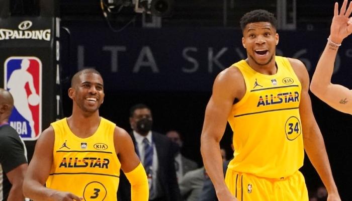 Les superstars NBA, Chris Paul et Giannis Antetokounmpo, tout sourire à l'occasion du All-Star Game 2021