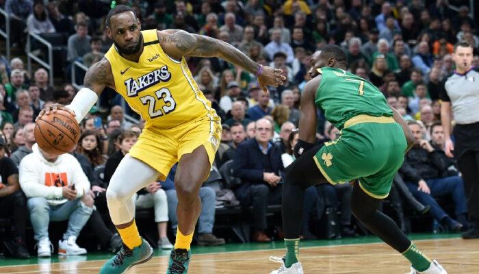 NBA Lakers et Celtics sur Reggie Bullock