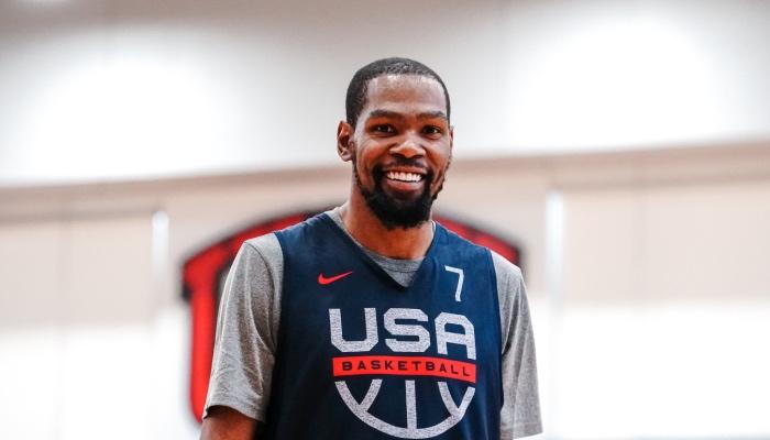 Kevin Durant tout sourire avec Team USA