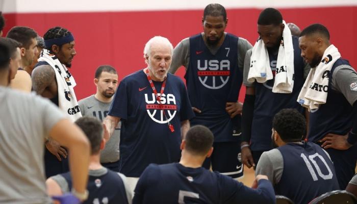 Le roster de Team USA, ici représenté par Bradley Beal, Gregg Popovich, Kevin Durant, Bam Adebayo et Damian Lillard, vient de signer une statistique ultra-embarrassante