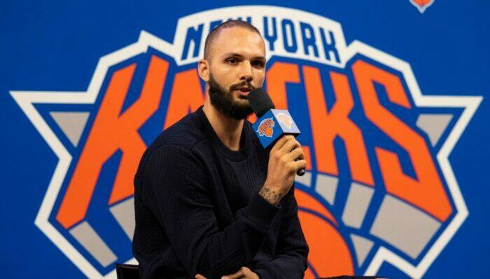 Evan Fournier présenté aux Knicks