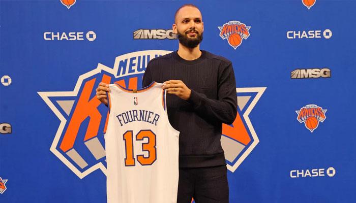 Evan Fournier s'auto-trolle durant sa présentation aux Knicks NBA