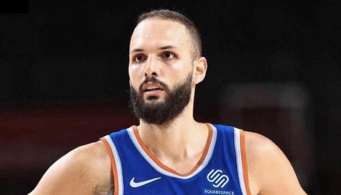 L'arrière français des New York Knicks, Evan Fournier, a fait appel à ses fans sur Twitter pour l'aider à prendre sa première grosse décision dans sa nouvelle franchise NBA