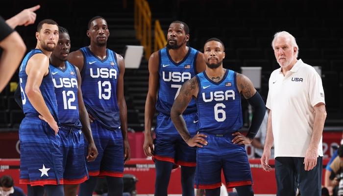 Team USA, ici représentée par Zach LaVine, Jrue Holiday, Bam Adebayo, Kevin Durant, Damian Lillard et Gregg Popovich, devra faire fi d'un parcours rocailleux pour hériter de la médaille d'or lors des Jeux olympiques 2020 de Tokyo