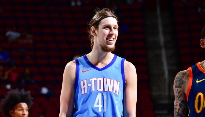 L'intérieur NBA des Detroit Pistons, Kelly Olynyk, ici sous les couleurs des Houston Rockets