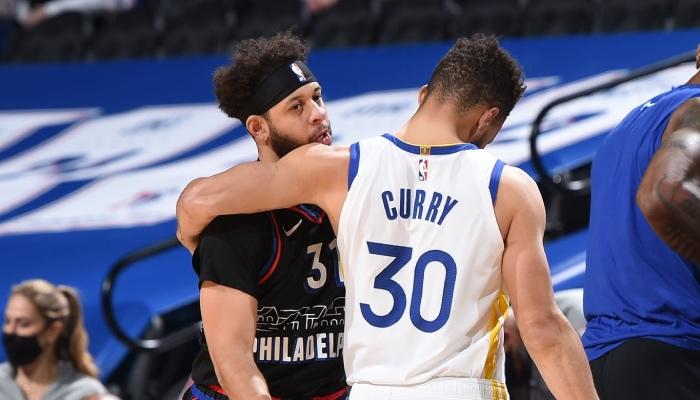 La superstar NBA des Golden State Warriors, Stephen Curry, s'est adressé à son petit frère, Seth, en marge du conflit familial qui oppose leurs parents
