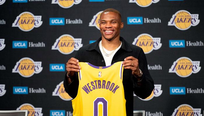 Russell Westbrook présenté pour la première fois avec les Lakers NBA