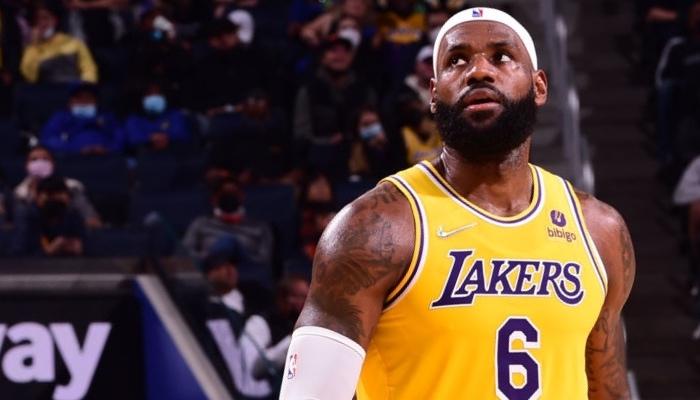 La superstar NBA des Los Angeles Lakers, LeBron James, ne mériterait pas la place qui lui a été attribué dans la liste des meilleurs joueurs all-time selon un célèbre analyste